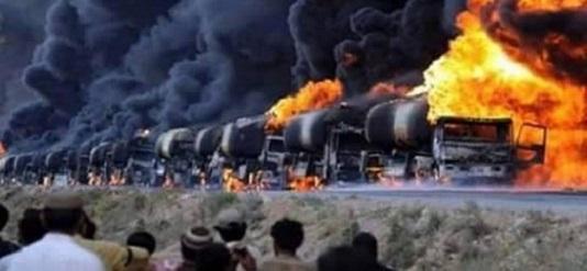 Colonne de camions citernes de l'EI bombardée par la Russie au mois de novembre.