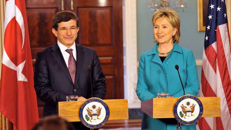 """La Turquie """"islamiste modérée"""" a soutenu l'Etat islamique et refuse de le frapper"""