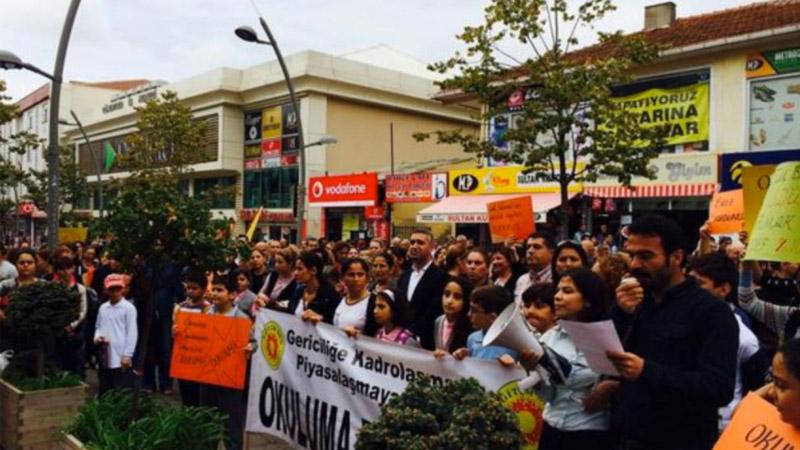 Les parents d'élèves turcs contre l'islamisation forcée des écoles
