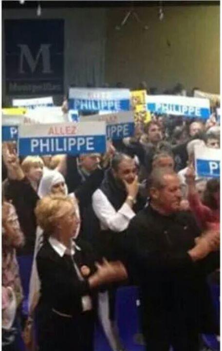 Khattabi au centre, au QG de campagne du maire socialiste Philippe Saurel, le soir des élections municipales.