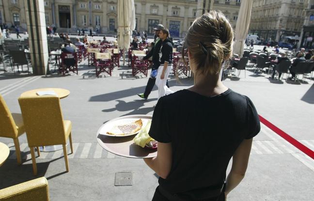 648x415_une-serveuse-de-bar-place-des-terreaux-de-lyon-le13-avril-2011-cyril-villemain-20-minutes
