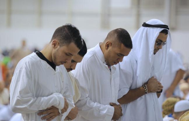 648x415_francais-musulmans-cours-priere-marseille