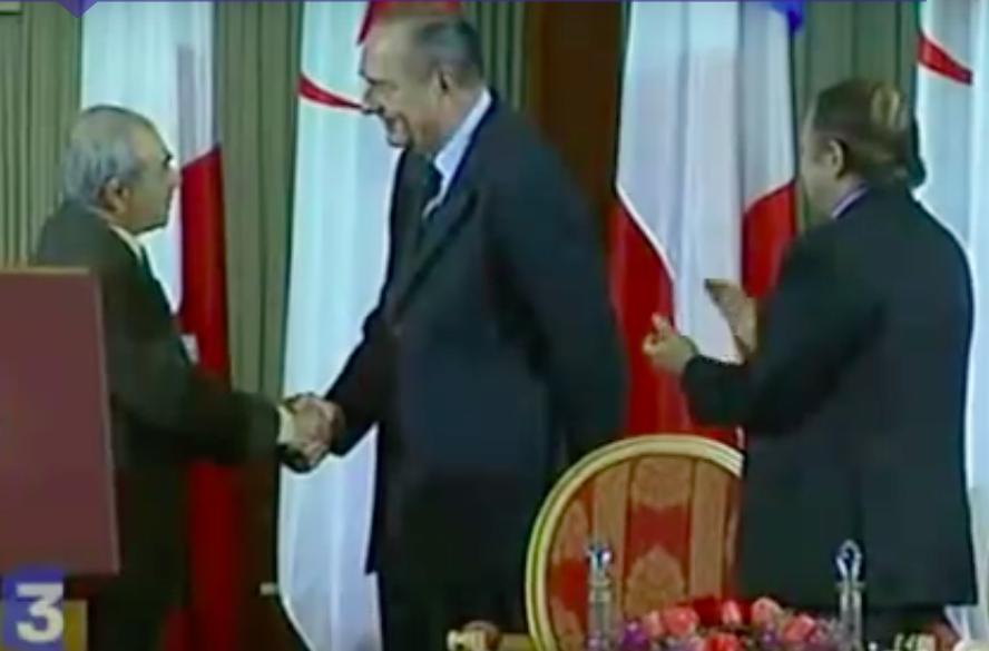 """Chirac et le """"chef des poseurs de bombes du FLN Yassez Saadi"""", reportage France 3"""