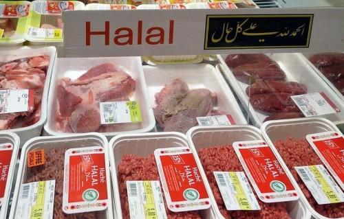 un-rayon-de-viande-halal-dans-un-supermarche_943301-500x319