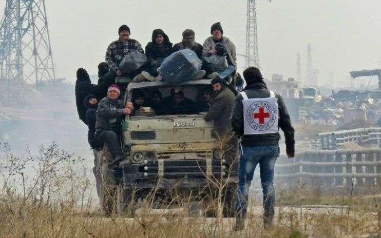 des-civils-evacues-des-districts-rebelles-d-alep-en-syrie-le-16-decembre-2016